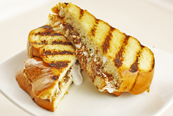Post image for Grilled Peanut Butter S'more Sandwiches