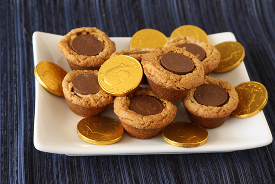 Post image for Gelt Filled Peanut Butter Cookies Version 2.0